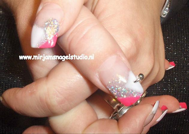 Kardashians, spiegelende nagels en ombre look - Mirjam's Nagelstudio Beerta